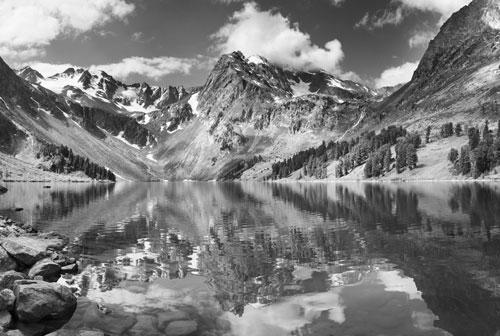 vliesová fototapeta na zeď jezero - černobílé šedé provedení